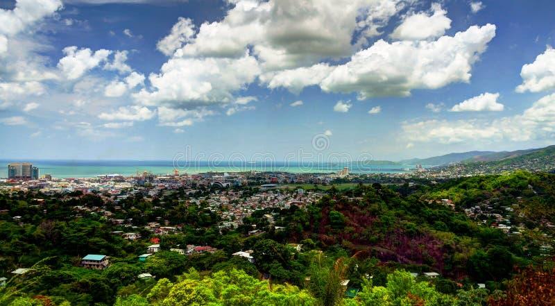 Flyg- sikt för panorama till port - av - Spanien, Trinidad och Tobago royaltyfri bild