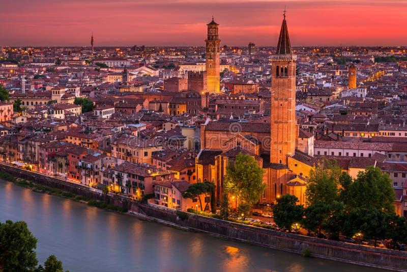 Flyg- sikt för solnedgång av Verona arkivbild