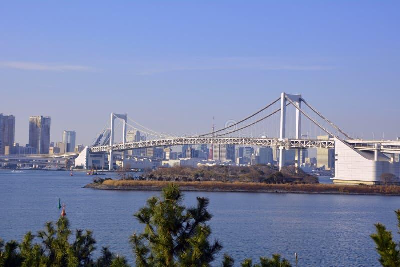 Flyg- sikt från den Tokyo staden och regnbågebron i Tokyo fotografering för bildbyråer
