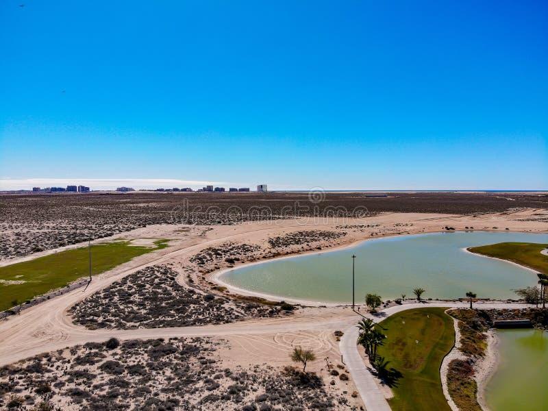 Flyg- sikt från Isla Del Mar Golf Course, Cholla fjärd, Sonora, Mexico royaltyfria foton