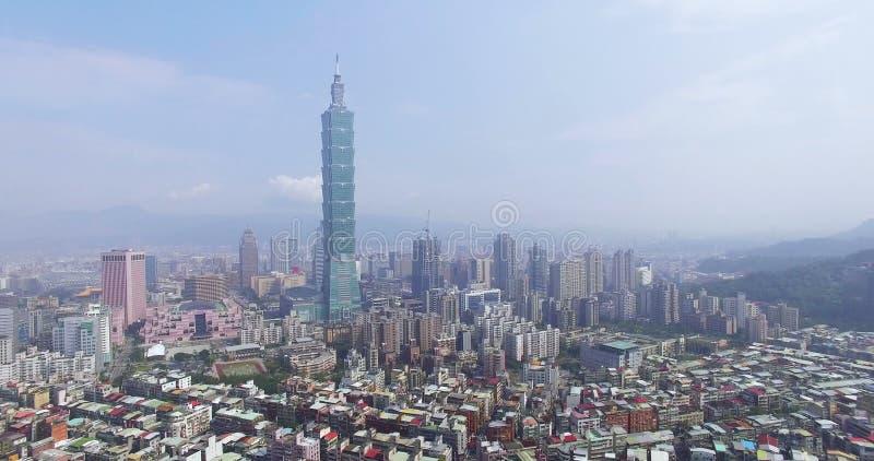 flyg- sikt 4K av det finansiella området i stad av Taipei arkivfilmer