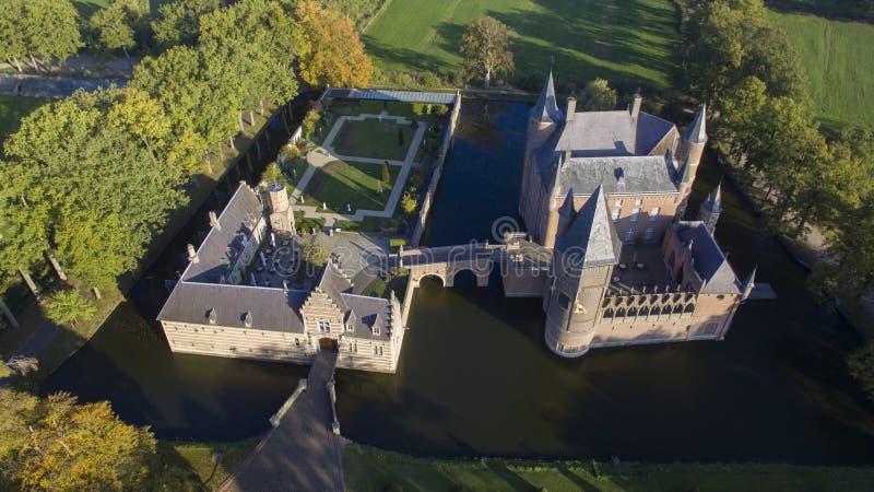 Flyg- sikt på den Heeswijk slotten arkivfoto