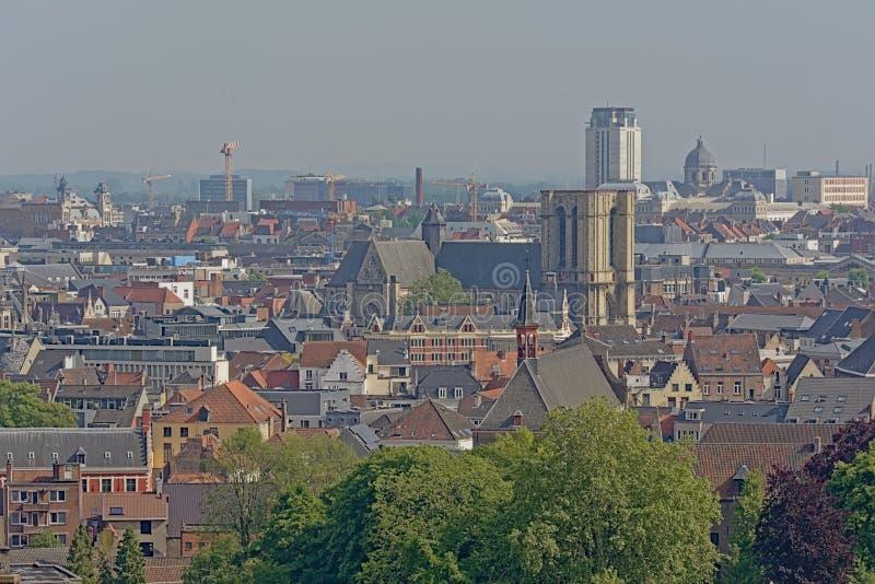 Flyg- sikt på den historiska mitten av staden av Ghent, Flanders, Belgien som visar de berömda tre tornen royaltyfria foton