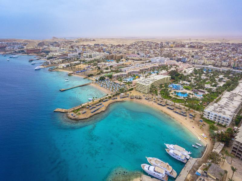 Flyg- sikt på den Hurghada staden, Egypten arkivfoton