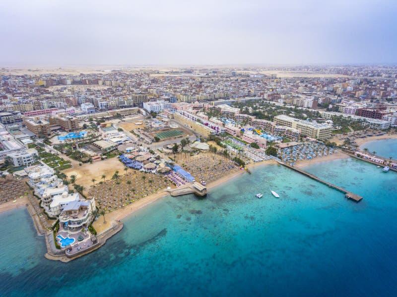 Flyg- sikt på den Hurghada staden, Egypten royaltyfri bild