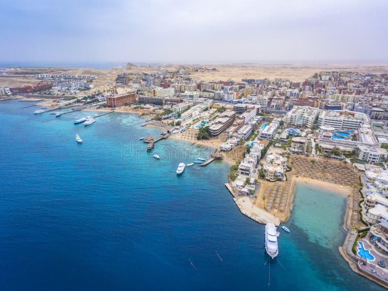 Flyg- sikt på den Hurghada staden, Egypten royaltyfri fotografi