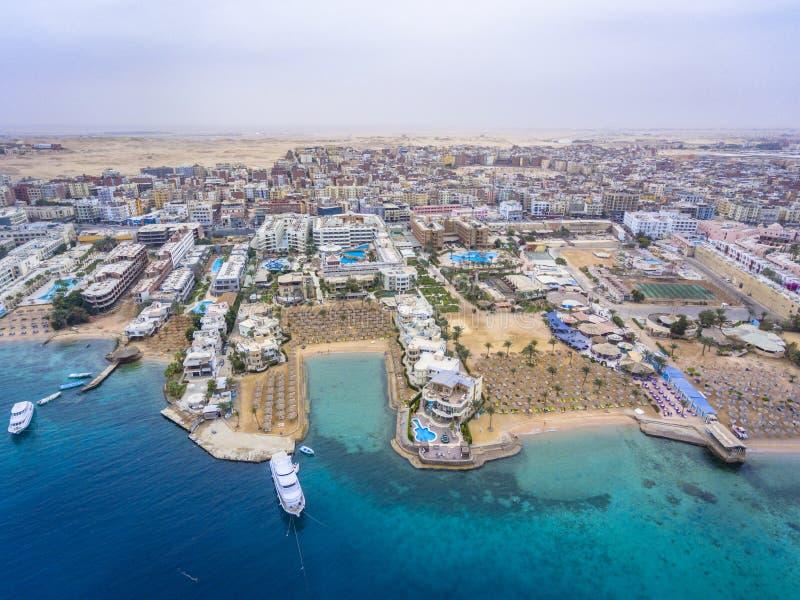 Flyg- sikt på den Hurghada staden, Egypten royaltyfri foto