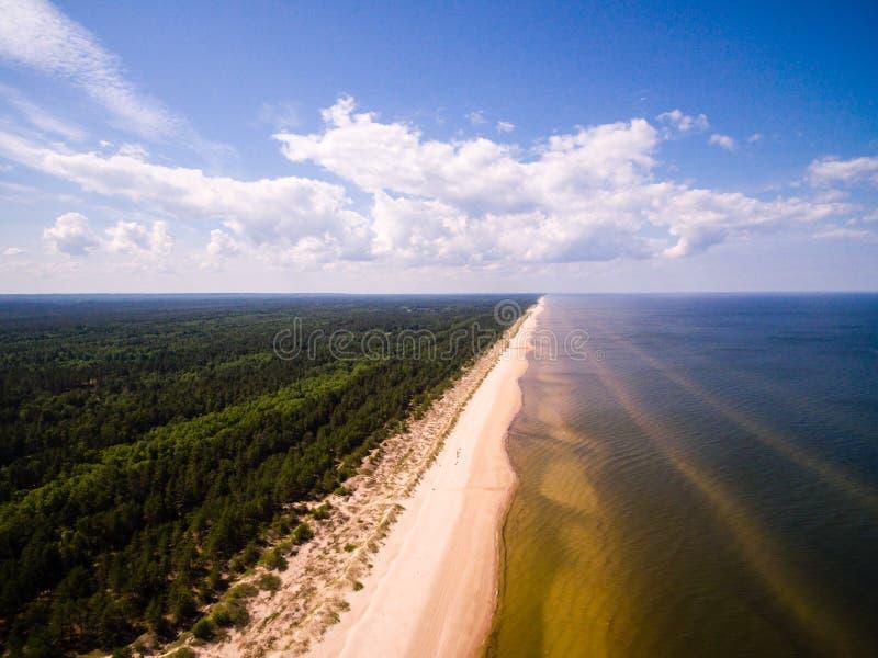 Flyg- sikt på det baltiska havet royaltyfri foto