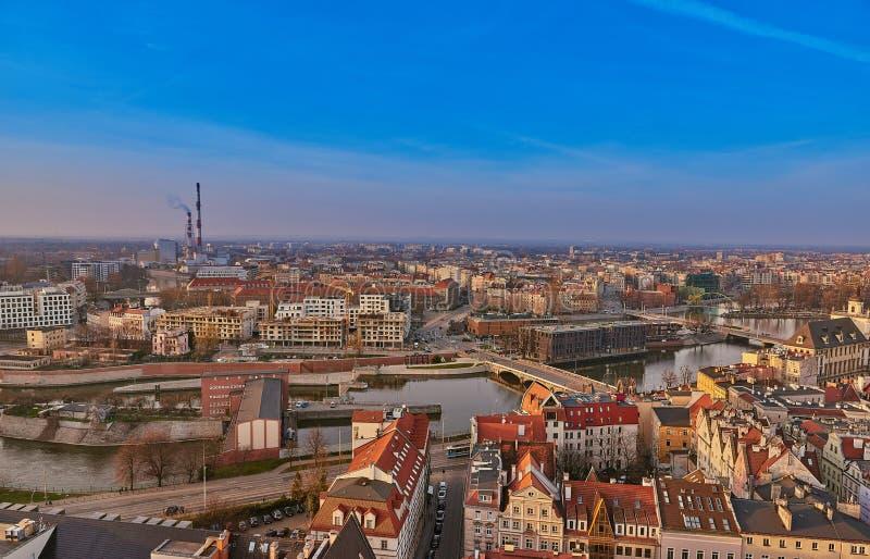 Flyg- sikt på mitten av staden Wroclaw, Polen royaltyfria bilder