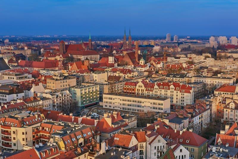 Flyg- sikt på mitten av staden Wroclaw, Polen arkivbilder