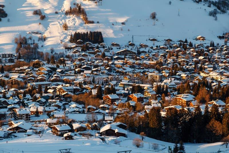 Flyg- sikt på Ski Resort Megeve i franska fjällängar royaltyfri fotografi