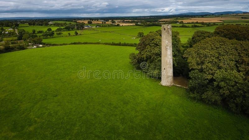 flyg- sikt runt torn för kilree Kells ståndsmässiga Kilkenny ireland royaltyfri bild