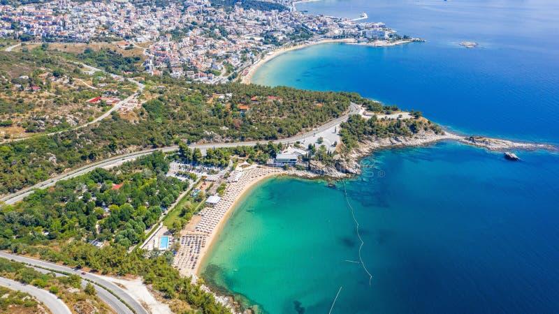 Flyg- sikt staden av Kavala i nordlig grek royaltyfri fotografi