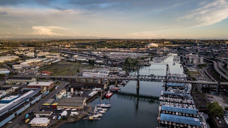 Flyg- sikt Thea Foss Waterway Tacoma Washington Mt Rainier Visible royaltyfri bild