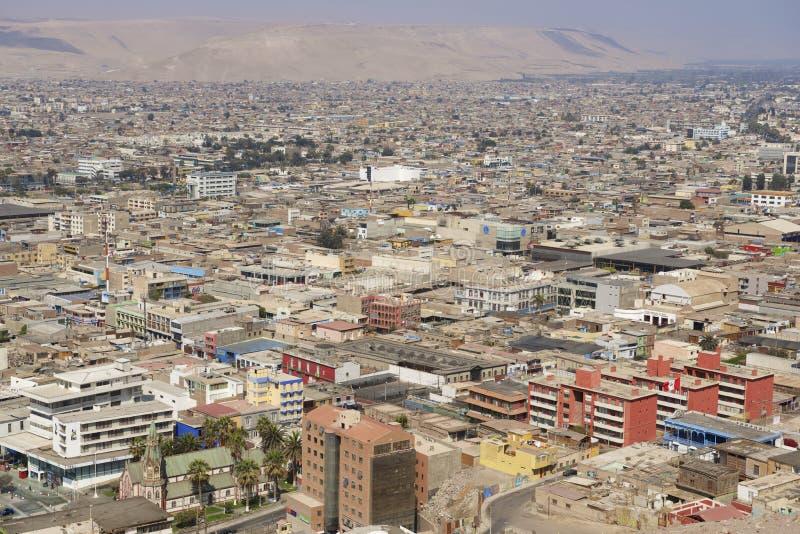 Flyg- sikt till den Arica staden från kullen för El Morro, Chile arkivfoto