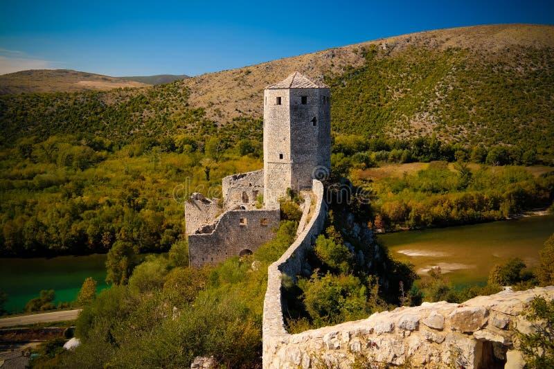 Flyg- sikt till den turkiska Pocitelj slotten, Capljina, Mostar, Bosnien och Hercegovina royaltyfria bilder