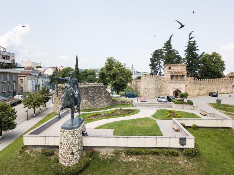 Flyg- sikt till monumentet av konungen Erekle II i Telavi Kakheti region georgia arkivbilder