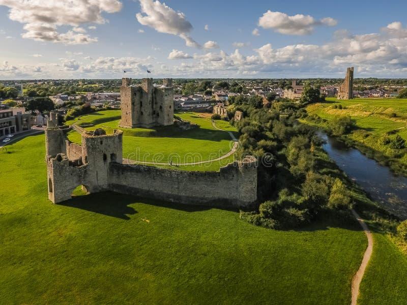 flyg- sikt Välskött slott ståndsmässiga Meath ireland arkivbild