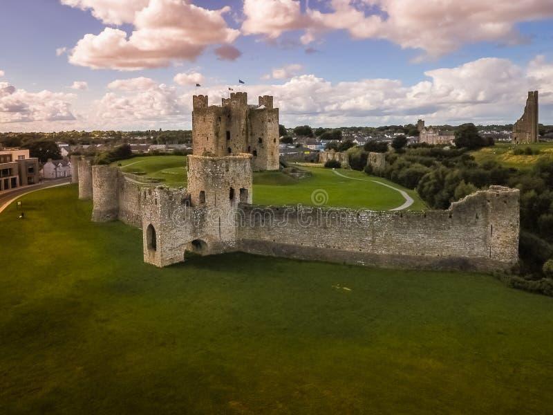 flyg- sikt Välskött slott ståndsmässiga Meath ireland arkivfoto