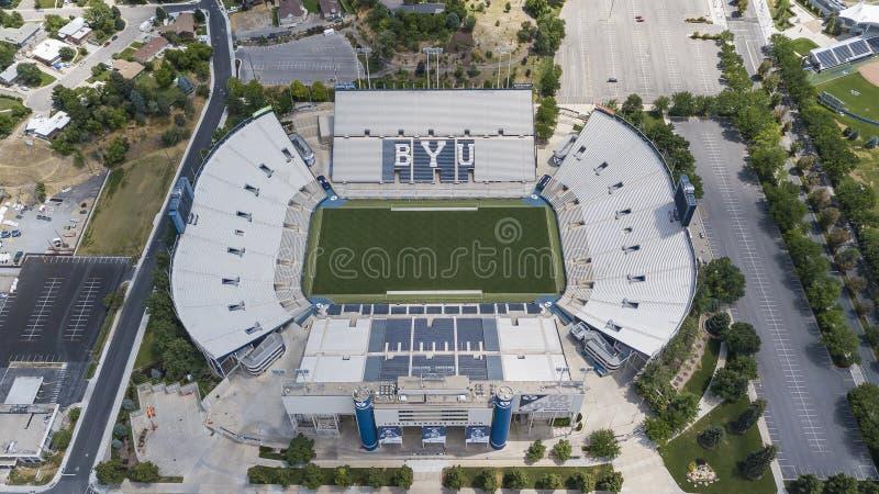 Flyg- sikter av LaVell Edwards Stadium On The Campus av Bringham royaltyfria foton