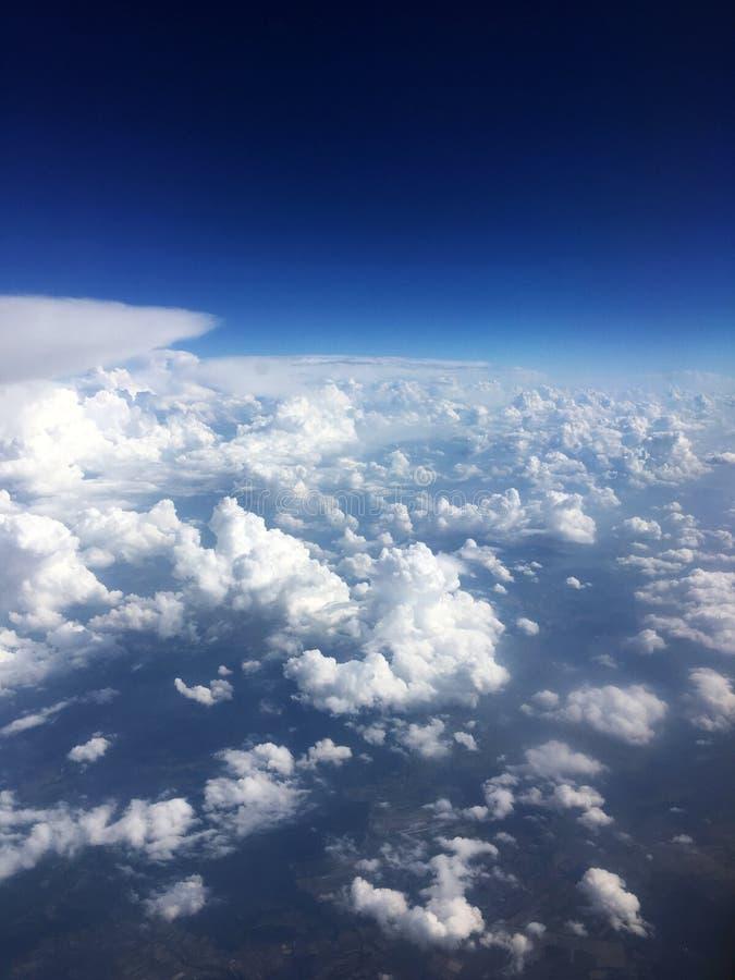 Flyg- skott för moln royaltyfri foto