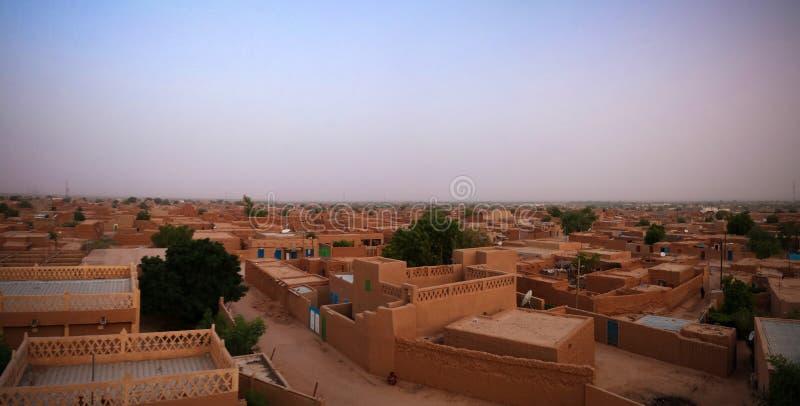 Flyg- soluppgångpanoramautsikt till Agadez den gamla staden, luft, Niger fotografering för bildbyråer