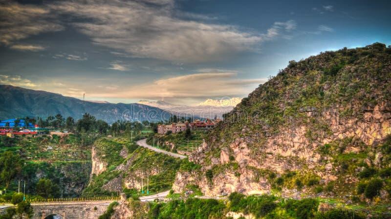 Flyg- soluppgångpanoramautsikt till den Colca floden och det Sabancaya berget, Chivay, Peru royaltyfria foton