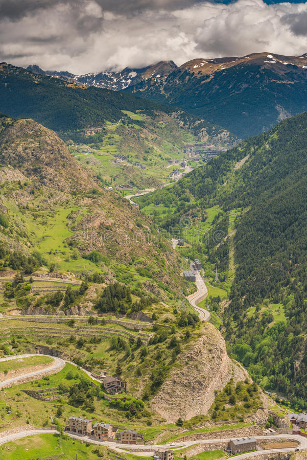 Flyg- surrsikt över dalen i Andorra arkivbilder