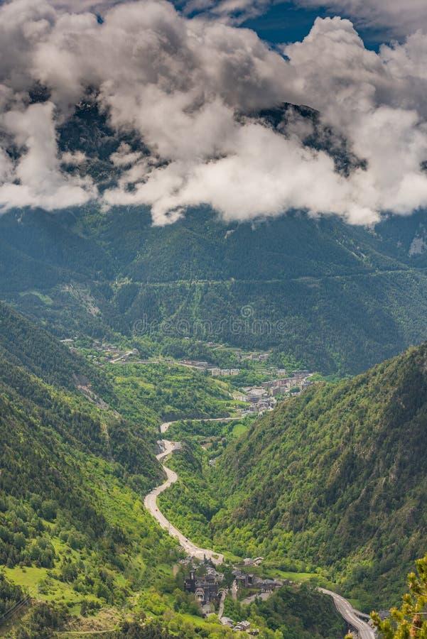 Flyg- surrsikt över dalen i Andorra royaltyfria bilder