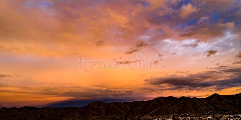 Flyg- surrsikt av soluppgång för en storm arkivbild