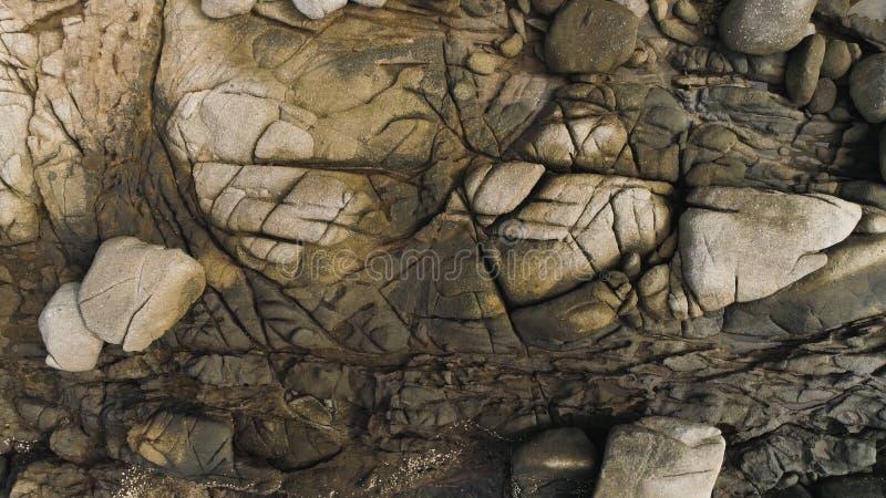 Flyg- textur av den steniga kusten av ön Phuket, Thailand abstrakt bakgrund arkivbilder