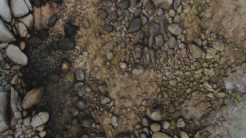 Flyg- textur av den steniga kusten av ön Phuket, Thailand abstrakt bakgrund royaltyfria bilder