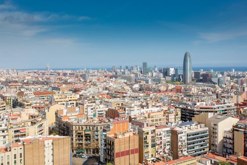 flyg- tibidabo för horisont för barcelona stadsberg in mot sikt arkivfoto