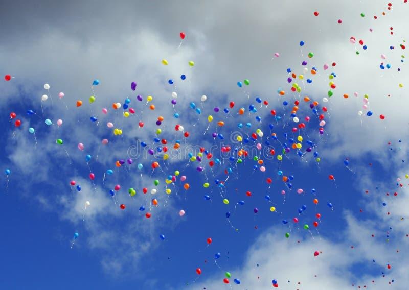flyga för ballonger arkivbild