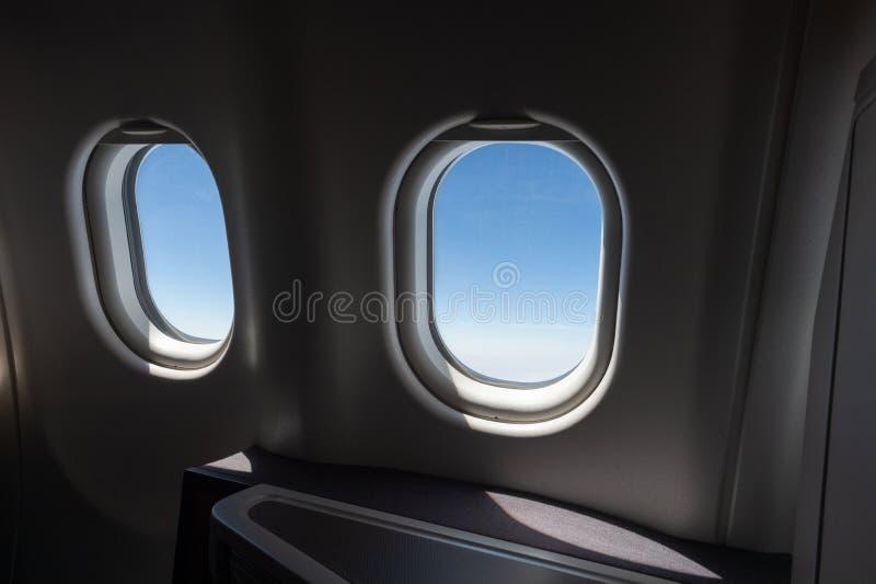 Flyga iväg flygplan för affärsgrupp royaltyfria foton