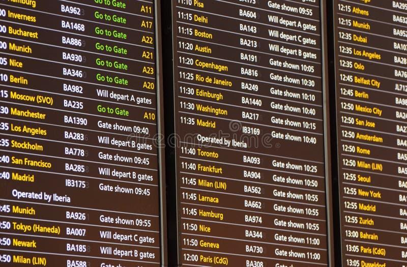 Flygavvikelsebräde för British Airways flyg på London Heathrow terminal 5 Mars 2019 royaltyfria foton