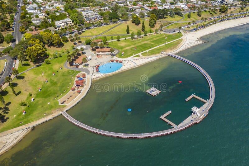 Flygbild av en simma bilaga på Geelong, Australien arkivbilder