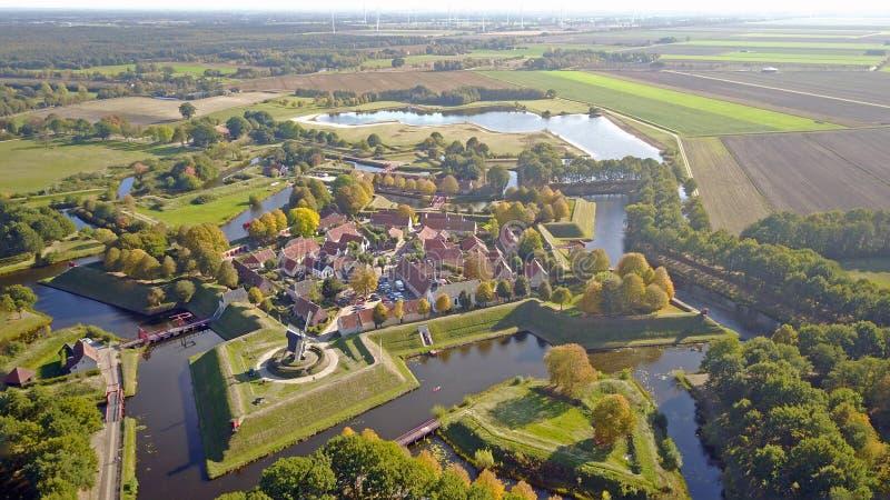 Flygbild av fortet Bourtange i Groningen, Nederländerna royaltyfri bild