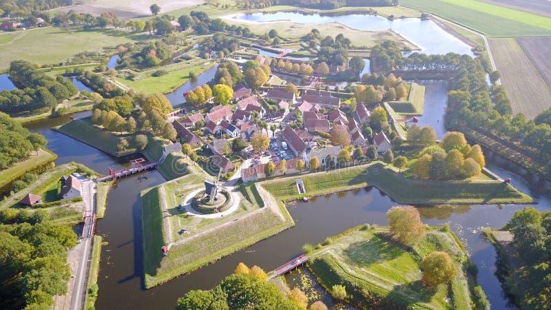 Flygbild av fortet Bourtange i Groningen, Nederländerna arkivbilder