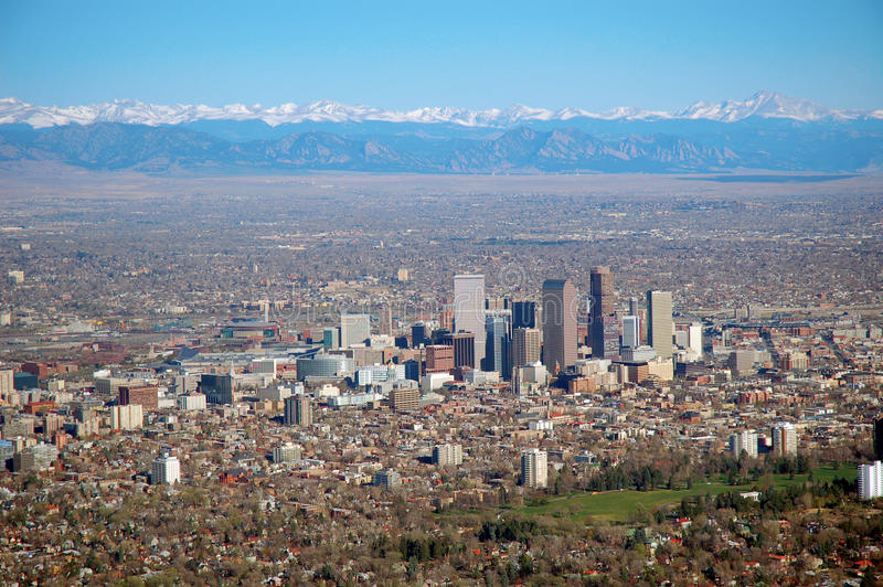 Flygbild av i stadens centrum Denver, Colorado royaltyfri fotografi