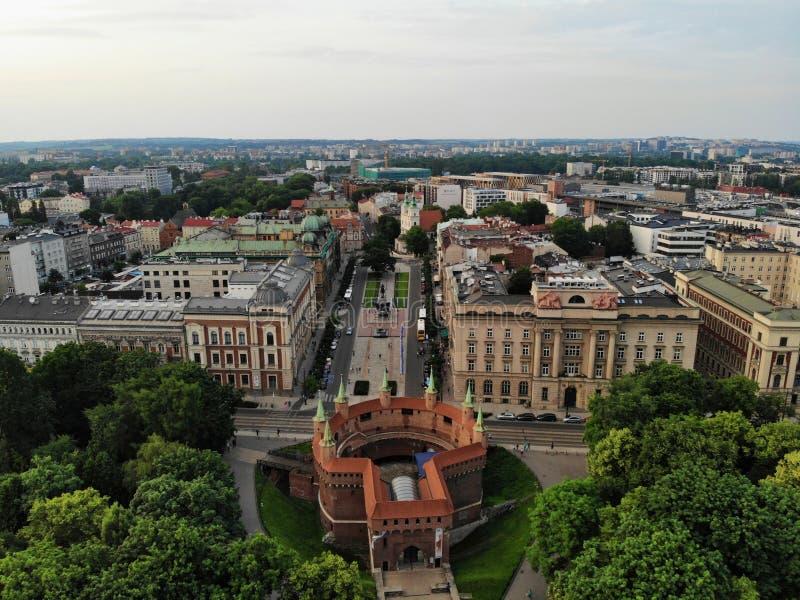 Flygbild fr?n surret Kulturen och den historiska huvudstaden av Polen Bekväma och härliga Krakow Landet av legenden arkivbilder