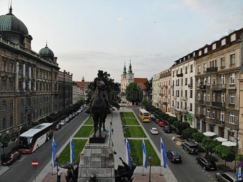 Flygbild fr?n surret Kulturen och den historiska huvudstaden av Polen Bekväma och härliga Krakow Landet av legenden royaltyfria foton