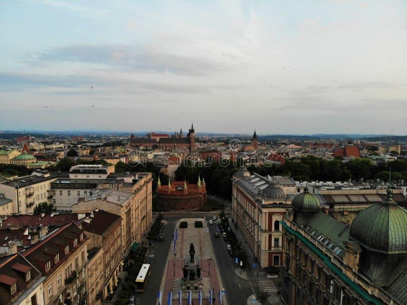 Flygbild fr?n surret Kulturen och den historiska huvudstaden av Polen Bekväma och härliga Krakow Landet av legenden arkivfoton