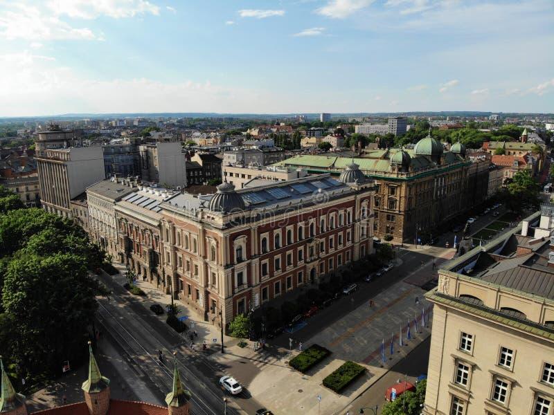 Flygbild fr?n surret Kulturen och den historiska huvudstaden av Polen Bekväma och härliga Krakow Landet av legenden gammalt royaltyfria foton