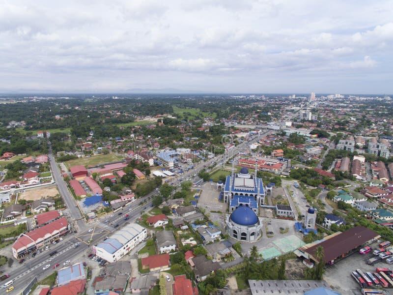 Flygbild - Sultan Ismail Petra Mosque som lokaliseras på Kota Bharu, Kelantan, Malaysia fotografering för bildbyråer