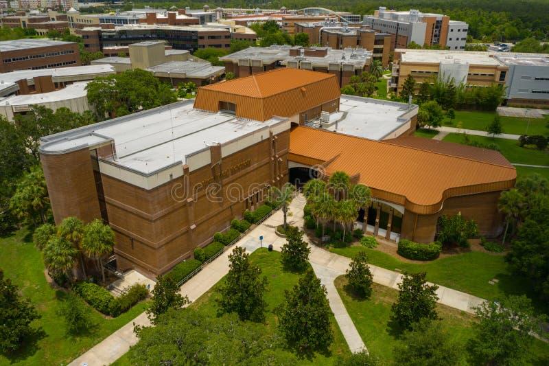Flygbildskola av matematiska vetenskaper UCF Orlando royaltyfri fotografi