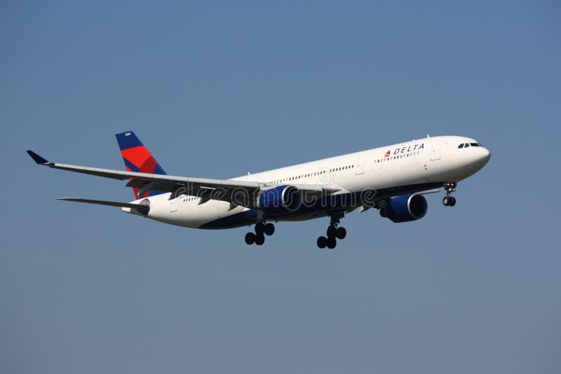flygbolag för flygbuss som a330 närmar sig deltan arkivfoto
