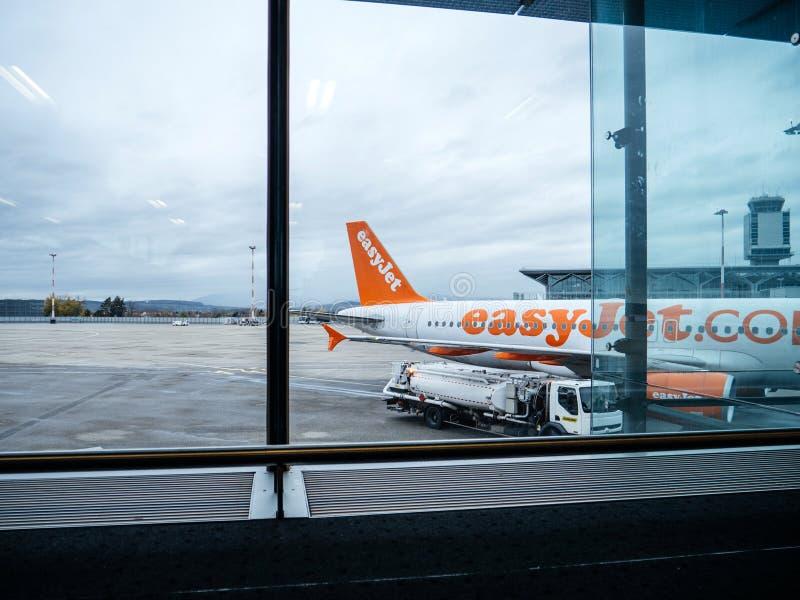 Flygbuss Boeing fungerings av den EasyJet flygbolagflygplatsen royaltyfria foton