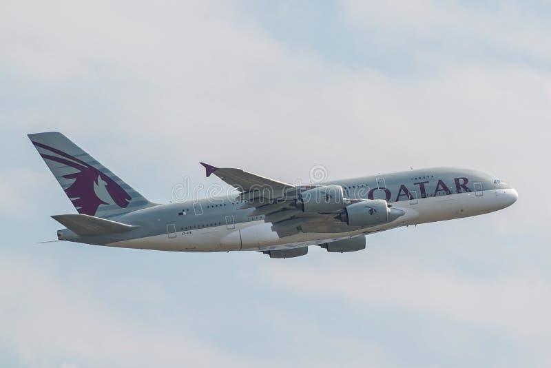 Flygbuss A380 Qatar Airways fotografering för bildbyråer