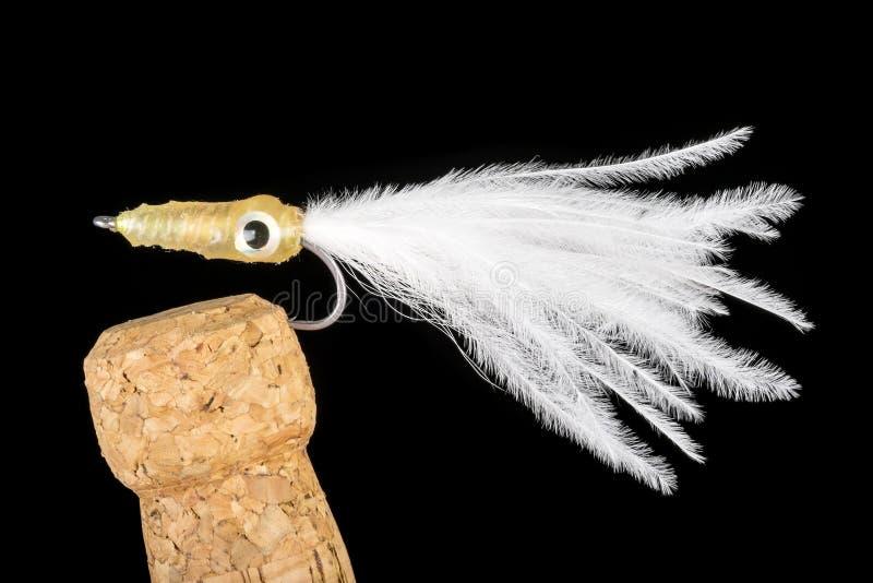 Flyger den färgrika handen bundet fiske visat på Champagne Cork 6 royaltyfria bilder